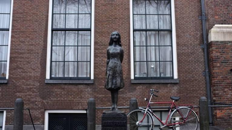 Lecozycorner-AnneFrank-Amsterdam